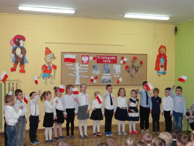 Ilustracja do informacji: Przedszkolaki z Bezled uczciły Święto Niepodległości